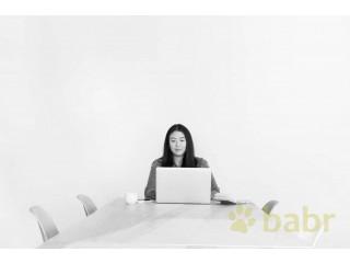 Переводчик во время просмотра обучающих фильмов в Байконуре